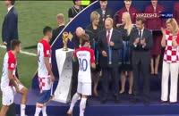 لحظه اهدای مدال نقره جام جهانی 2018 به تیم ملی کرواسی