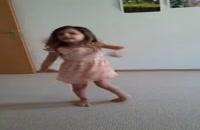دختر بچه با مزه و با رقص و اشوه زیاد ای جوونم