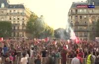 شادی هواداران تیم ملی فرانسه پس از گل اول و غلبه بر تیم ملی بلژیک